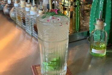 Lucian-Bucur-ha-dedicato-un-cocktail-a-Poison-Ivy-La-Pianta-Carnivora-Bob-Milano