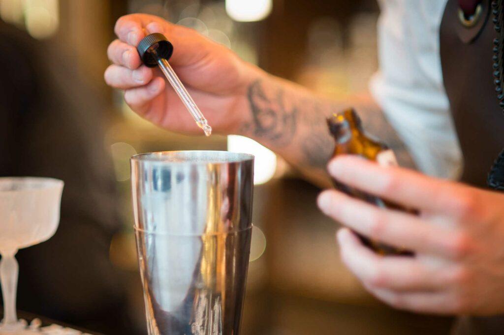 Oscar-Quagliarini-cocktail-e-fragranze-Il-Bar-Rinascente