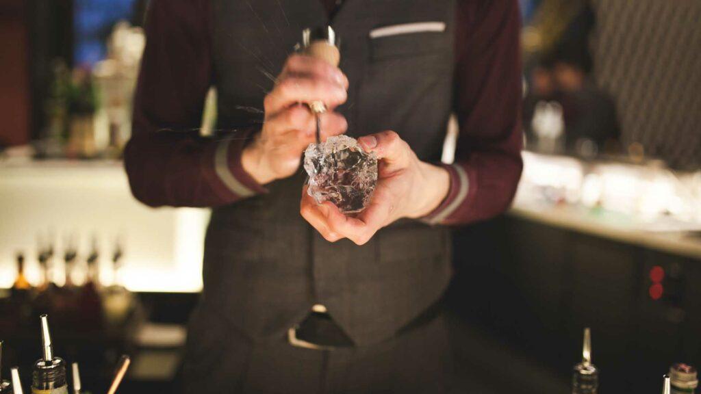 Bartender-Mandarin-Oriental-Coqtail-Milano
