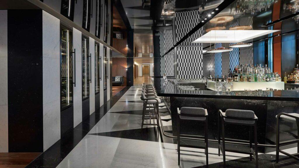 Mandarin-bar-bistro-bancone-Mandarin-Oriental-Coqtail-Milano