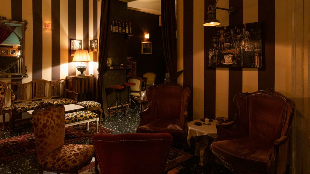 1930-Secret-cocktail-bar-Coqtail-Milano