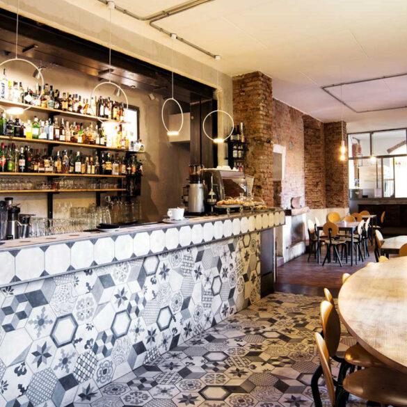Bere-a-isola-Milano-cafe-gorille-milano-bancone