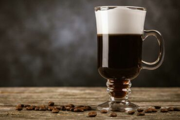 Irish-Coffee-Cocktail-IBA-ricetta-Coqtail-Milano