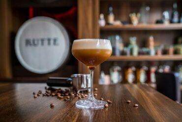 Ricette-cocktail-al-Genever-Simon-Espresso-Martini-Coqtail-Milano