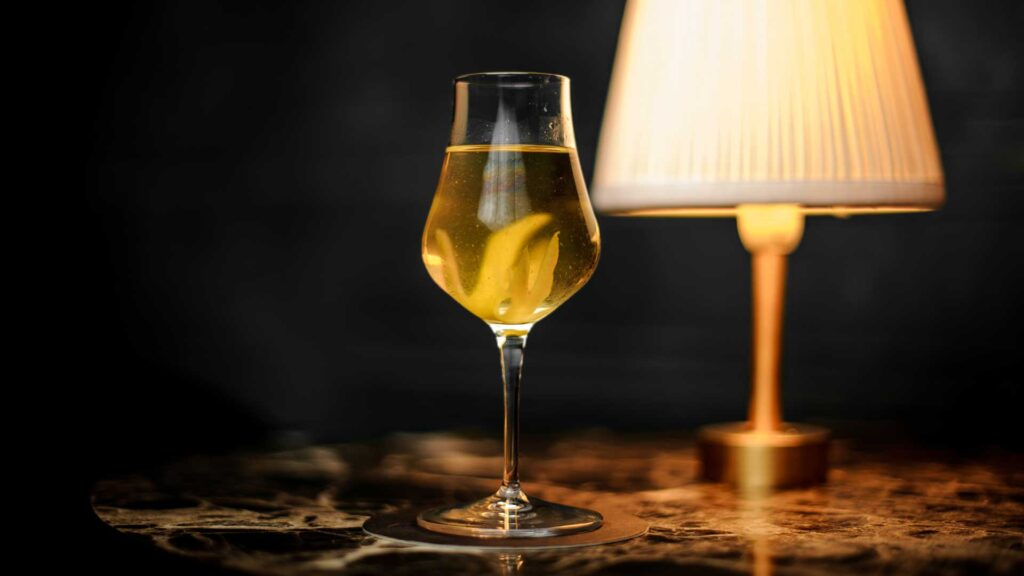 Stinger-cocktail-IBA-al-cognac-Coqtail-Milano