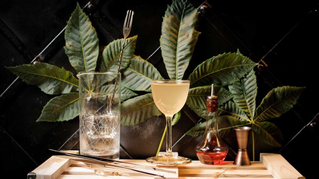 Yellow-bird-cocktail-IBA-al-rum-Coqtail-Milano