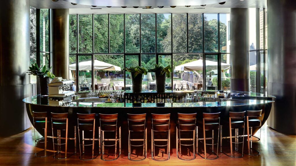 Cocktail-bar-allaperto-Bulgari-bar-Coqtail-Milano