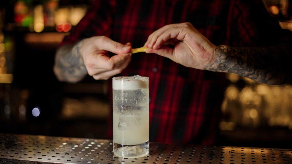 Gin-Fizz-Cocktail-IBA-Ricetta-Coqtail-Milano