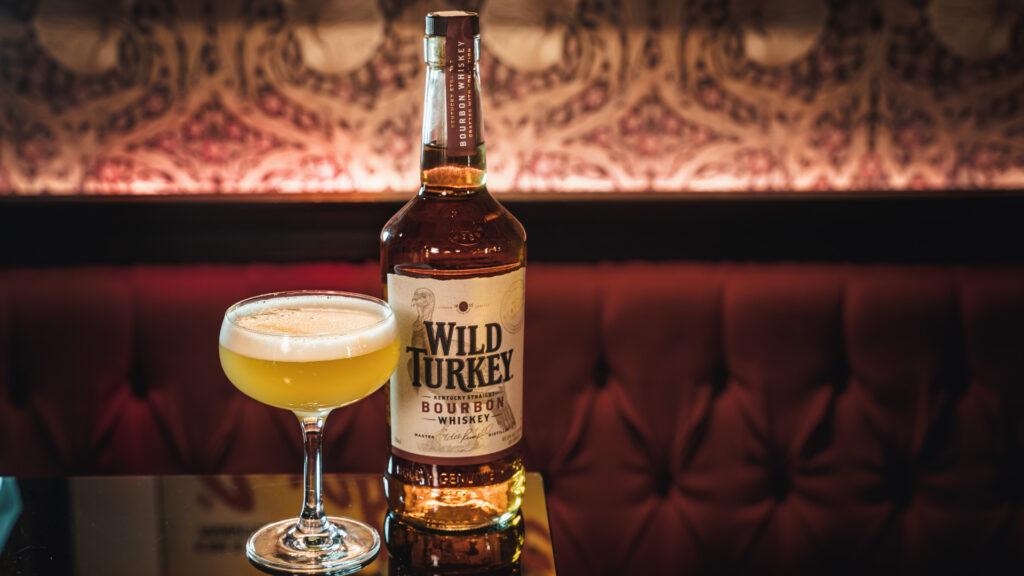 degustare bourbon il Giorno dell'Indipendenza whiskey sour Wild Turkey Coqtail Milano