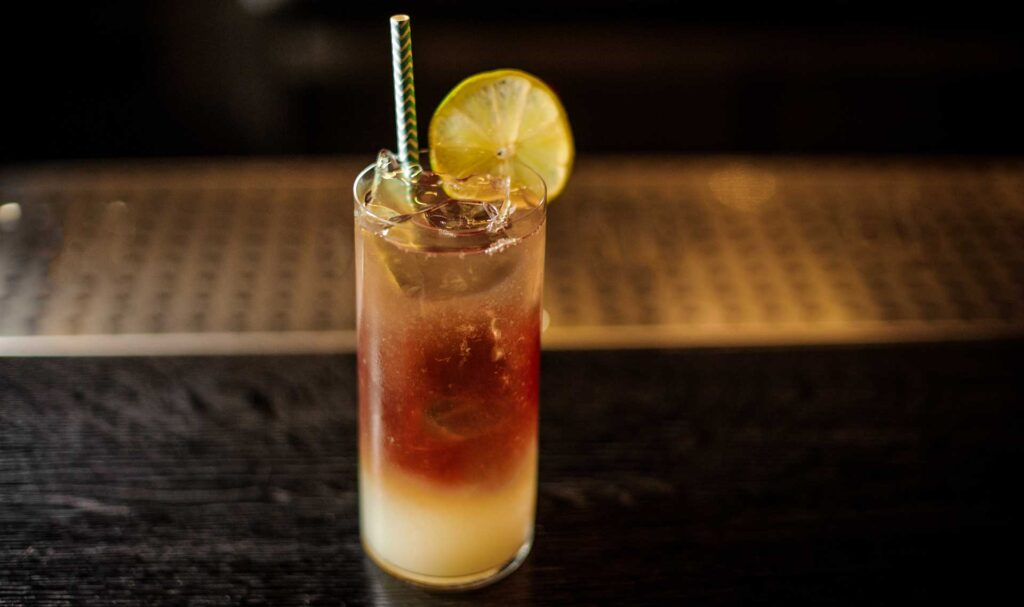Dark-'n'-stormy-cocktail-IBA-ricetta-Coqtail-Milano