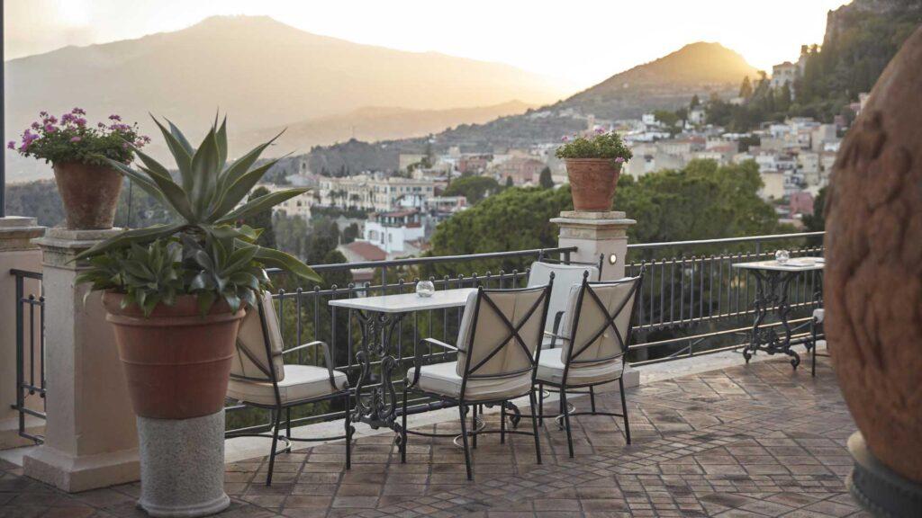 terrazze-con-cocktail-bar-belmond-grand-hotel-timeo-Coqtail-Milano