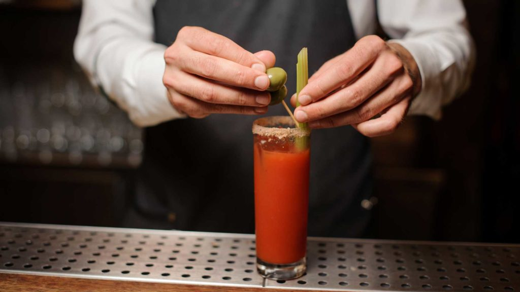 Come-preparare-un-Bloody-Mary-cocktail-IBA-Coqtail-Milano