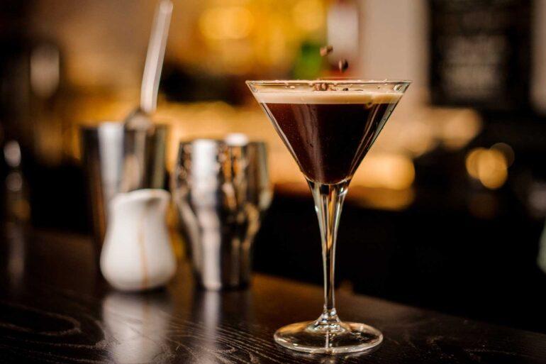 Espresso-Martini-cocktail-ricetta-Coqtail-Milano