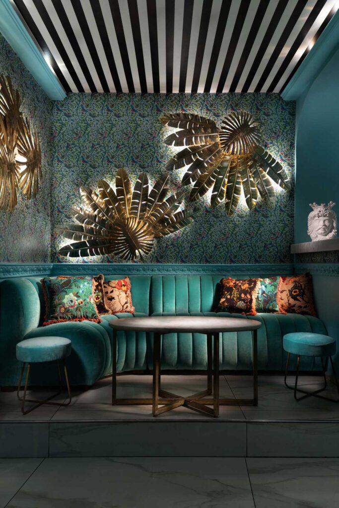 Morgana-Lounge-Bar-Taormina-divanetti-sala-Coqtail-Milano