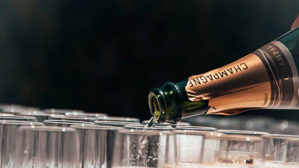 cocktail-frizzante-con-champagne-Coqtail-Milano