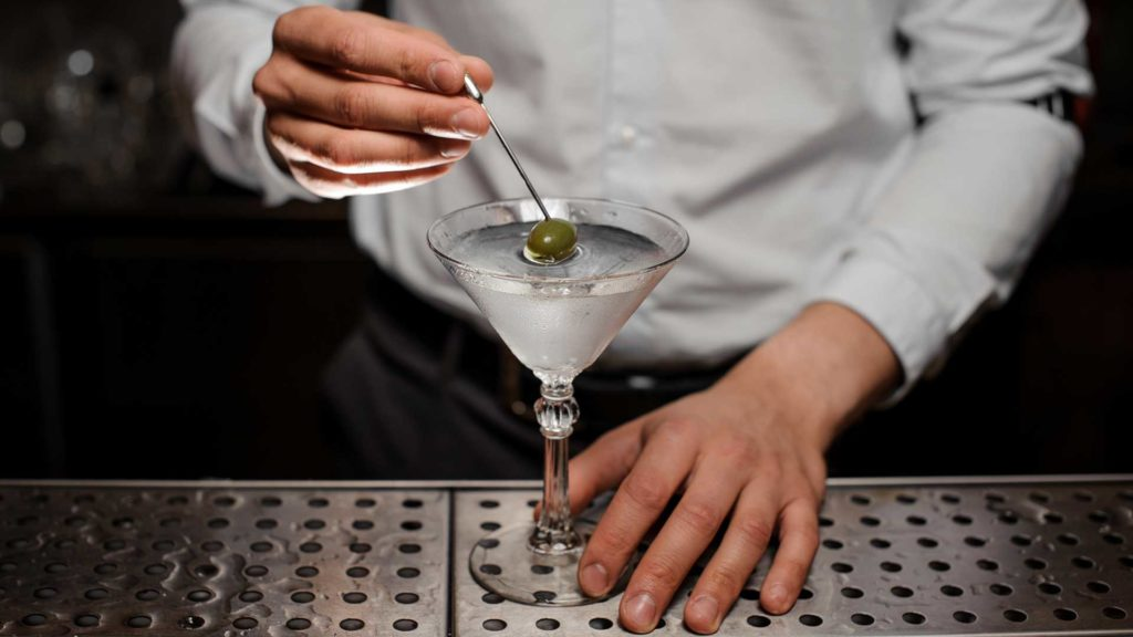 Dry-Martini-cocktail-Drinks-international-Coqtail-Milano