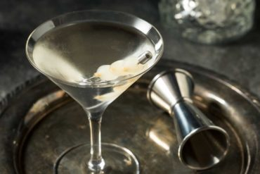 Gibson-cocktail-ricetta-ingredienti-e-storia-Coqtail-Milano