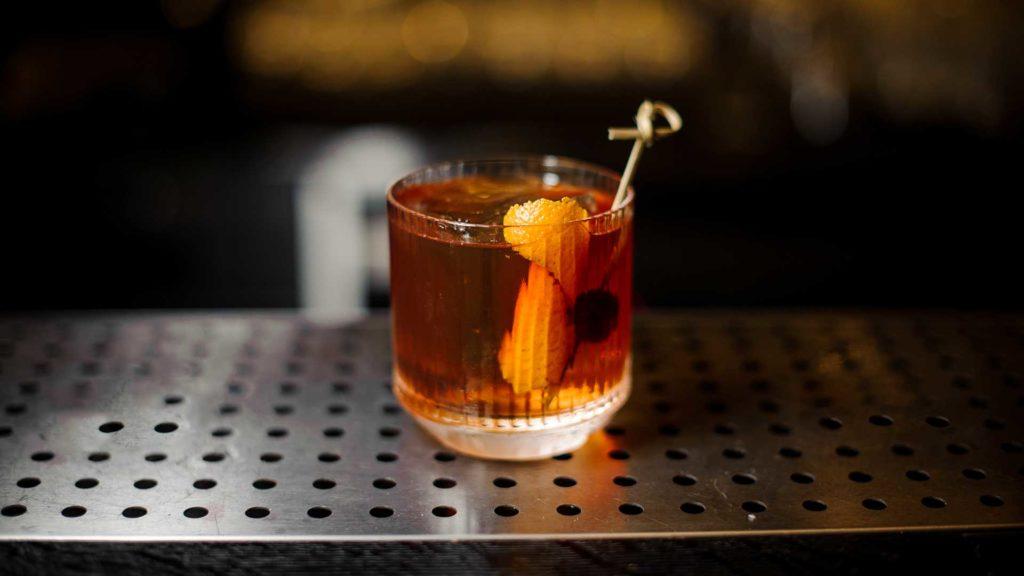 Old-Fashioned-cocktail-più-bevuti-al-mondo-Coqtail-Milano