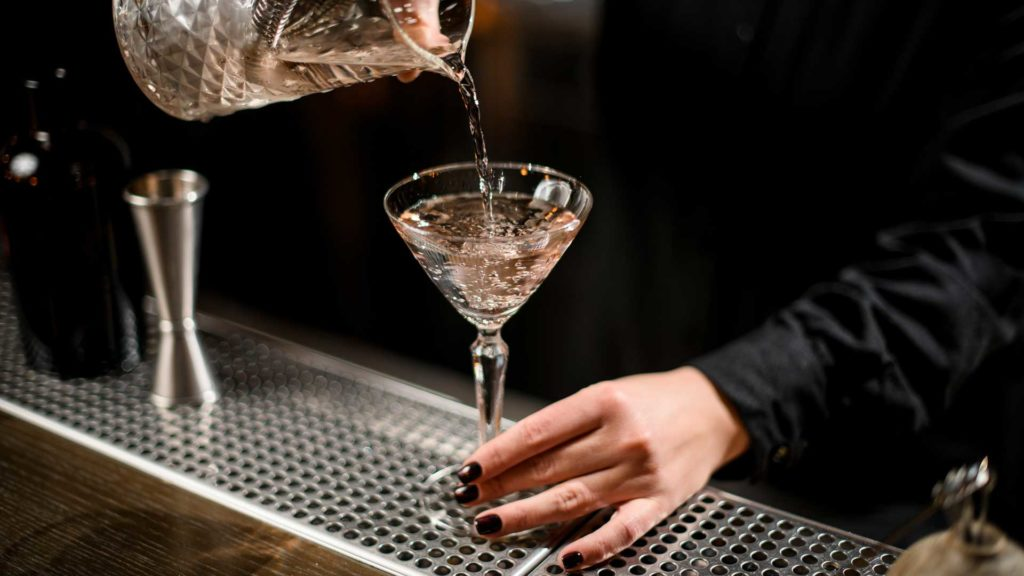 Vodka-Martini-cocktail-più-bevuti-al-mondo-Coqtail-Milano