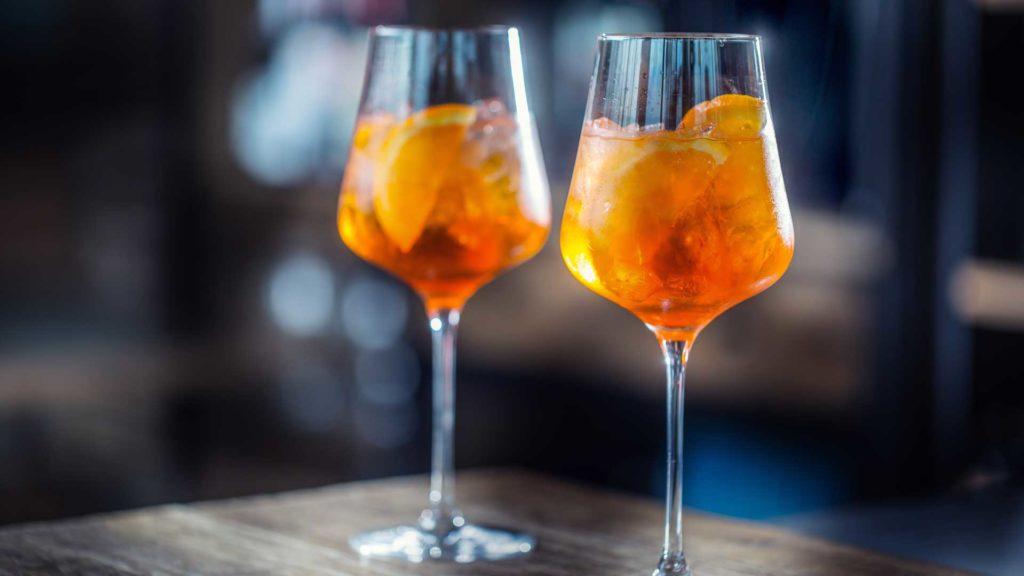 aperol-spritz-cocktail-più-bevuti-2021-Coqtail-Milano