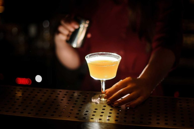 Bee's-Knees-cocktail-ricetta-storia-Coqtail-Milano