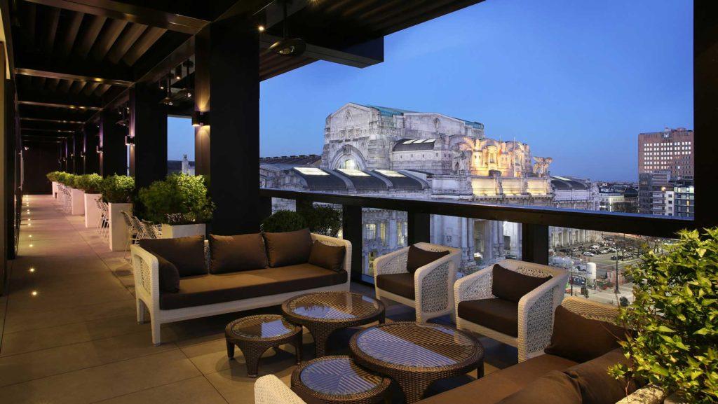 Rooftop-Terrazza-Gallia-bere-Gin-Tonic-da-veri-pro-Coqtail-Milano