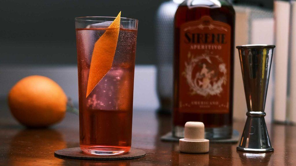 cocktail-a-base-americano-rosso-Sirene-Coqtail-Milano