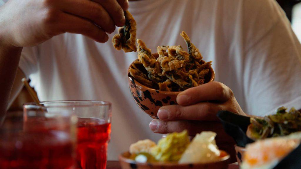 Sarde-fritte-ricetta-tipica-aperitivo-veneto-Coqtail-Milano