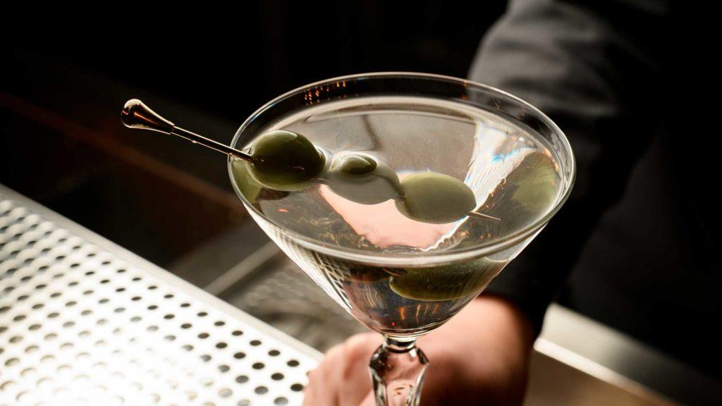 Si-mette-nel-martini-cocktail-Coqtail-Milano