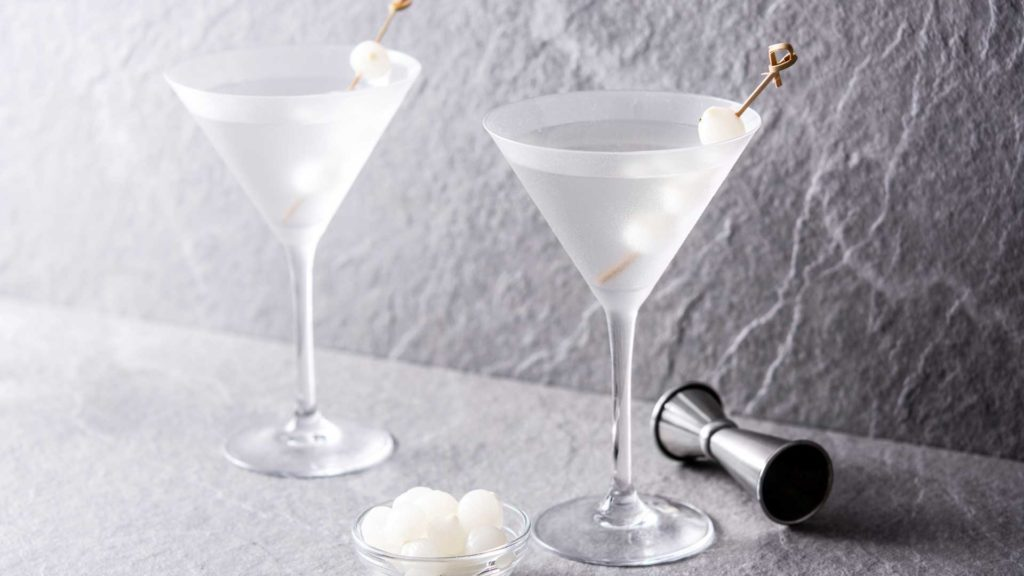 Gibson-cocktail-60-anni-Morte-Hemingway-Coqtail-MilanoGibson-cocktail-60-anni-Morte-Hemingway-Coqtail-Milano