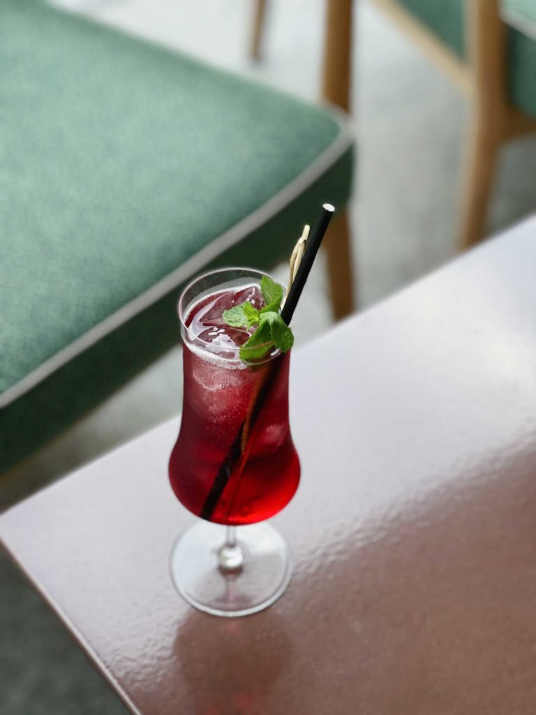 Cherry-Fizz-Signature-cocktail-Stilla-Bar-Coqtail-Milano