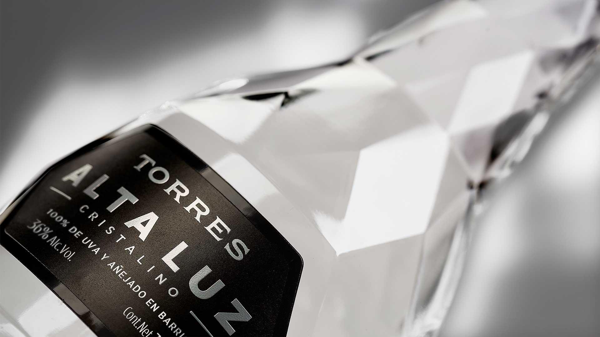 Bottiglia-del-primo-brandy-cristalino-Robilant-Associati-Coqtail-Milano