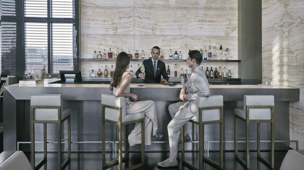 armanibamboobar-aperitivo-bartender-serving-cocktails