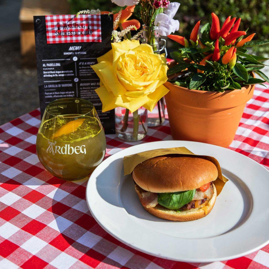 5.-The-Islay-Burger-&-Into-The-Barley-Ardbeg-SmokeStack-BBq-Coqtail-Milano